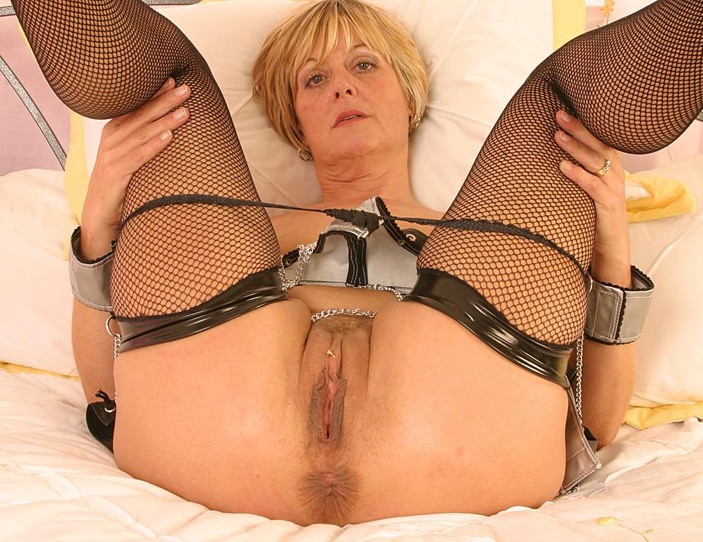 Фото порно зрелая тетя показывает чулки #9